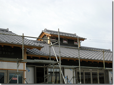 新築の煙出し越屋根